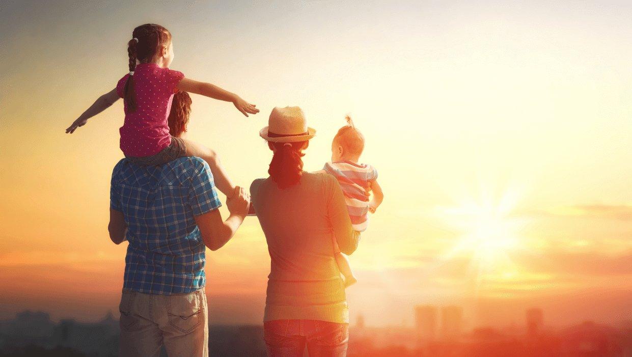 זוג עם שני ילדים